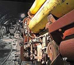 Les métiers - locomotive à air comprimé utilisée au fond de la mine