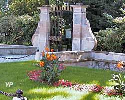 Musée Municipal Michel Bourlet - portail du parc de La Chevrette
