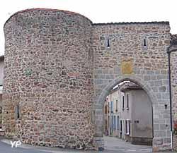 Porte de Damas (doc. Point Info Tourisme Pouilly-lès-Feurs)