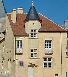 Yonne informations touristiques d marches locations for Horaire piscine avallon