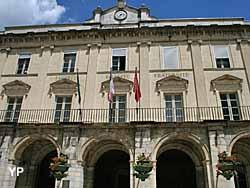 Hôtel de ville de Cahors (doc. Chantal Squassina, service communication, ville de Cahors)