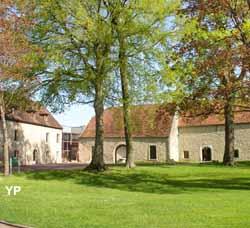 Musée Municipal d'Archéologie et de Peinture - parc du château