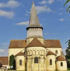 Collégiale Saint-Austrégésile (doc. Commune de Saint-Outrille)
