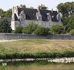 Château de Cour sur Loire (doc. Bernard Fauquembergue)