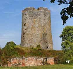 Château-Fort de Guise (Club du Vieux Manoir)