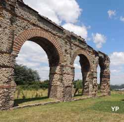 Aqueduc romain du Gier - arches restaurées