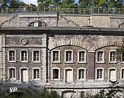 Fort de Saint-Cyr - archives photographiques (Ministère de la Culture (France) - Médiathèque de l'architecture et du patrimoine - Diffusion RMN-GP)