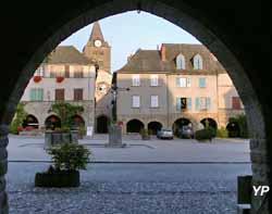 Place et église de Sauveterre-de-Rouergue