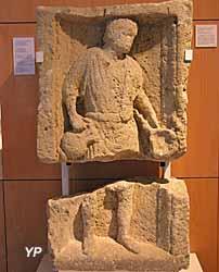 Musée du Noyonnais, Stèle au potier (3e s. ap JC)