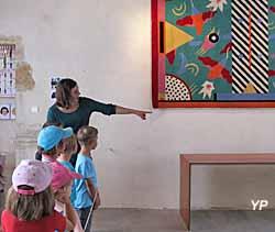 Visite de l'exposition par un centre aéré de la région (doc. ARCADESIGN)