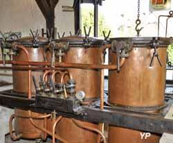 Maison de la Distillation - vases (Maison de la Distillation)
