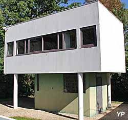 Villa Savoye, maison du gardien-jardinier (Maison minimum unifamiliale)
