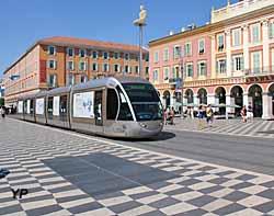 Place Massena et tramway de Nice