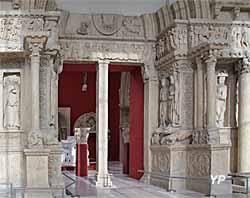 Portail de l'église abbatiale Saint-Gilles (reproduction)