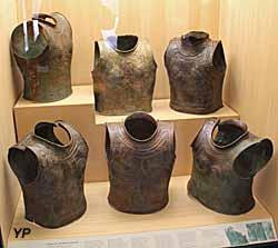 Dépôt de cuirasses en bronze - Haute-Marne, IXe-XVIIIe s. av. JC
