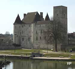château de Nemours (XIIe)
