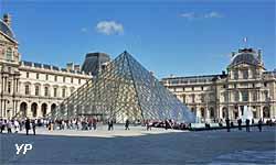 pyramide du Louvre et cour Napoléon