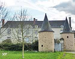 château de La Cour à Ampoigné