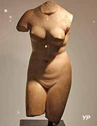 Musée de la Castre - torse féminin, marbre (époque romaine)
