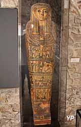 Musée de la Castre - sarcophage d'enfant, plomb (Sidon, 4e s. ap. JC)