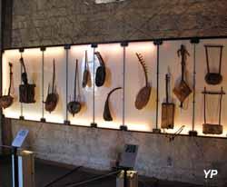 Musée de la Castre - instrument de musique