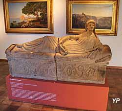 Musée de la Castre - au premier plan, sarcophage étrusque
