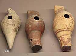 Musée de la Castre - ocarinas en forme de strombe (Colombie ou Equateur)