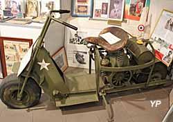Musée Militaire - scooter Cushman modèle Airborne 53