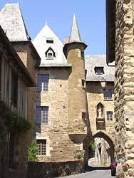 Porte Bécharie à Uzerche (doc. Office de Tourisme du Pays d'Uzerche)