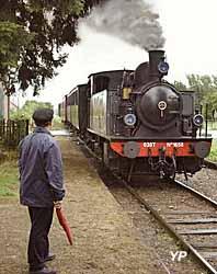 Train Thur Doller Alsace - à Guewenheim, devant la Couillet