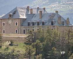 Fort des Têtes - chapelle et pavillon du gouverneur