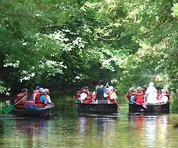 balades en barque à la Maison de la Rivière (doc. OT Terres de Montaigu)