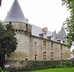 Château Phenix de Dampierre - façade Ouest (B. Benetaud)