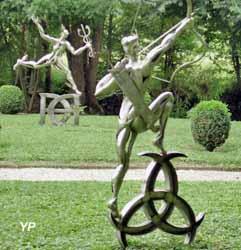Château Phenix de Dampierre - Jardin de Diktynna - Sculptures de Diane la Chasseresse et Mercure de F. Lavrat