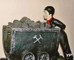 Musée de la Mine - galibot poussant un wagonnet (Musée de la Mine)