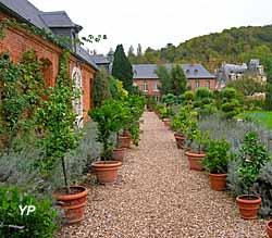 Parc et jardins du château d'Acquigny - orangerie du château