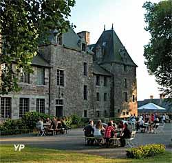 Château de Cerisy-la-Salle - le buffet du dimanche soir sur la terrasse