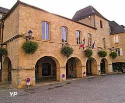 Hôtel de ville (Mairie de Gourdon en Quercy)