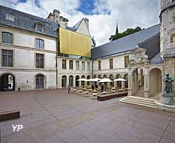 Musée des beaux-arts de Dijon - cour de Bar