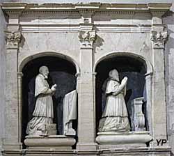 Cathédrale Saint-Léonce - statues dds évêques de Camelin, Barthélémy (1599-1637) et Pierre (1637-1654).