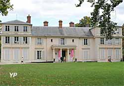 Château de Montreuil - domaine de Madame Elisabeth (Yalta Production)