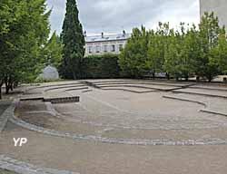 Hôtel des Menus Plaisirs - emplacement de l'ancienne salle des Etats généraux où ont été votés l'Abolition des privilèges et la Déclaration des Droits de l'Homme et du Citoyen