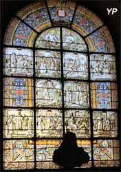 Église Notre-Dame - vitrail des Dix Commandements (H. Crauk, ateliers N. Lorin, 1885)