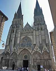 cathédrale Notre-Dame de Bayeux (Yalta Production)