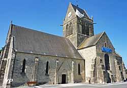 église Notre-Dame de Sainte-Mère-Église (avec son parachute symbolique) (doc. Yalta Production)