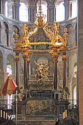 Basilique Saint-Sernin - tombeau de saint Sernin et son baldaquin baroque