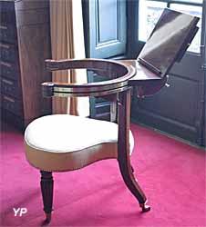 Atelier de restauration-conservation de Mobiliers Anciens - fauteuil de Miniaturiste Bouges le château