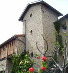 Engrangeons la mémoire : l'histoire d'une famille beaujolaise en 14-18 - pigeonnier du XVe s. (Ecobeauval)