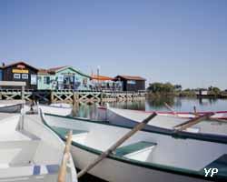 Ecomusée du Port des Salines - barques au Port des Salines