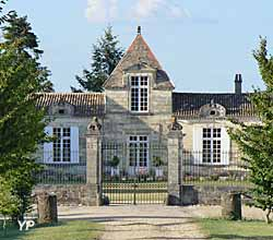 Château d'Abzac - cour arrière